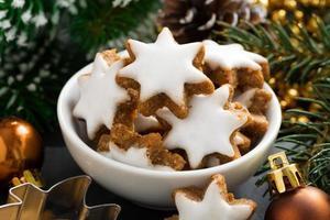 biscoitos de natal em forma de estrelas, close-up