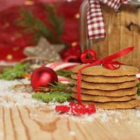 biscoitos de natal com decoração festiva foto