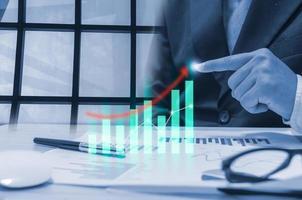 gráfico de crescimento digital no plano de negócios