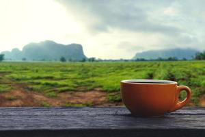 xícara de café com fundo natural foto