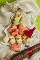 biscoitos de natal com decoração festiva