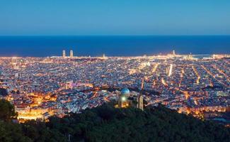 vista sobre barcelona ao amanhecer