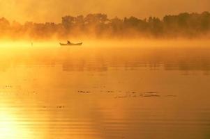 cais do lago. Parque Nacional de Wigierski. foto