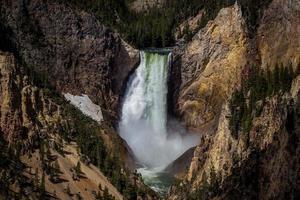 quedas mais baixas de Yellowstone do ponto do artista