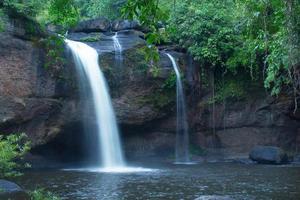 cachoeira haew suwat, parque nacional khaoyai foto