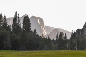 noite tranquila no vale do Yosemite foto