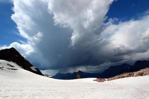 parque nacional de geleira com tempestade