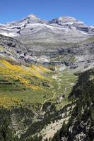 vista sobre monte perdido, parque nacional de ordesa, espanha