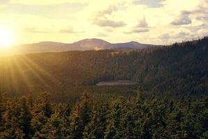 pôr do sol sobre o parque nacional sumava