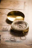 bússola antiga no mapa antigo