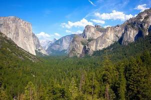 vale de Yosemite no verão