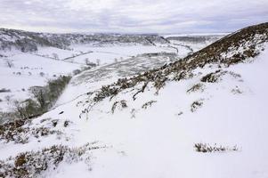 neve sobre os moors de york norte, yorkshire, reino unido.