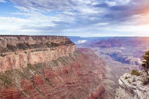 hora do amanhecer no incrível grand canyon. efeito de luz solar usado