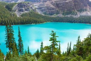 com vista para o belo lago o'hara no parque nacional yoho, canadá