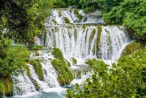 cascatas no parque nacional krka na croácia