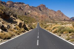 estrada através do parque nacional de teide
