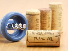 rolhas de vinho e aviso de teor alcoólico