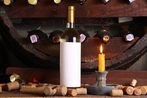vinho branco vintage na adega