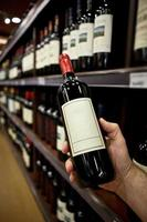 comprando vinho