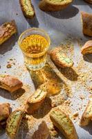 Biscotti duro e doce com vin santo