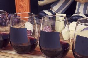 vinho com aperitivo foto
