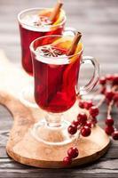 bebida quente de natal com vinho quente com especiarias e mel