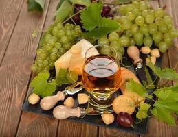 vinho, uvas e queijo