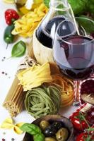 comida italiana e vinho foto