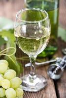 vinho branco na taça