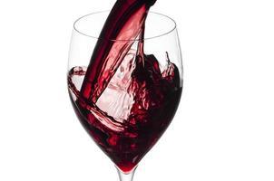 salpicando vinho tinto