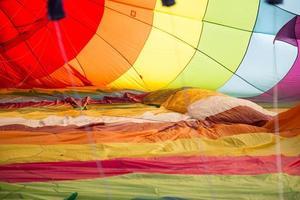 balão de ar quente colorido foto