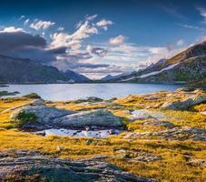 lago totensee no topo do grimselpass foto