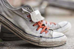 tênis velhos usados