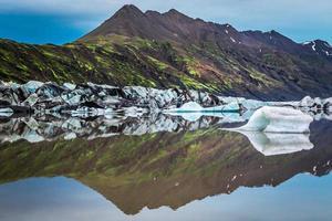 enorme geleira e lago frio na Islândia