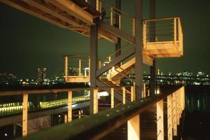 visão noturna da baía de Tóquio