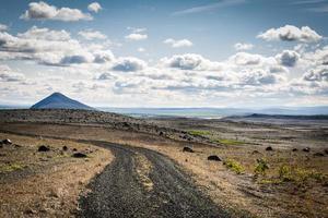 Islândia, estrada solitária através dos fiordes ocidentais foto