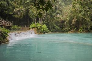 Cachoeiras Kuang Si em Laos foto