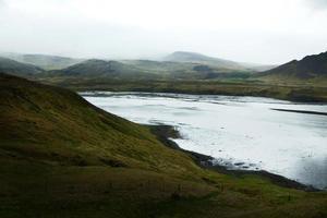 fiorde costeiro na península de Snaefellsnes, oeste da Islândia foto