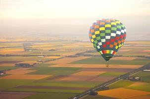 vista aérea em balão de ar com paisagem holandesa foto