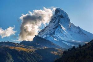 bela montanha Matterhorn nos Alpes suíços
