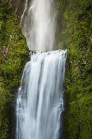 cachoeiras borradas em movimento foto