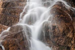 rochas da cachoeira foto