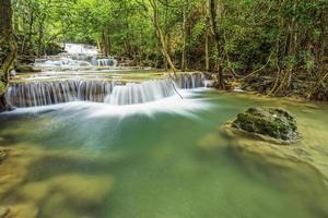 cachoeira huai mae kamin em kanchanaburi, tailândia