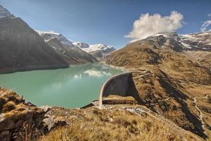 reservatórios alpinos perto de zel am see, áustria
