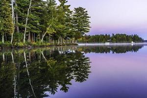 manhã muskoka no lago foto