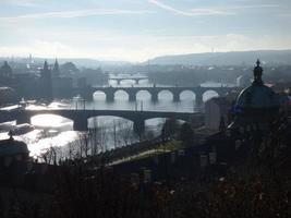 praga em manhã nublada, república checa foto