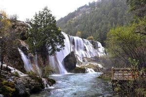 cachoeira de cardume de pérolas foto