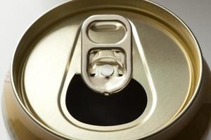 tampa de lata de bebida de alumínio com anel de puxar foto