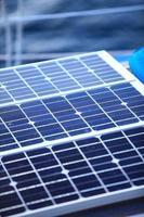 painéis solares em veleiro. energia ecológica renovável