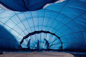 balão de ar quente no chão